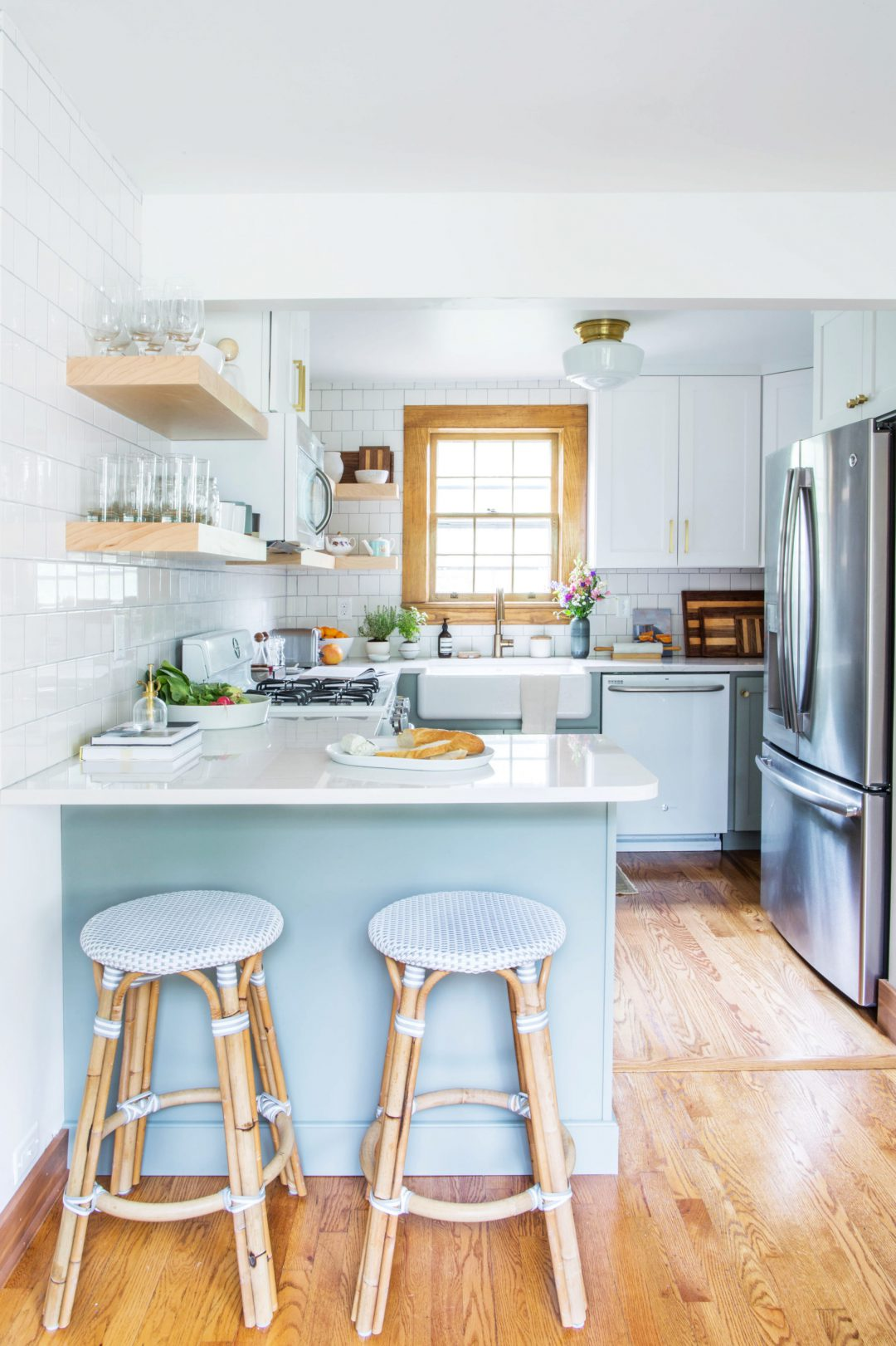 White classical and modern kitchen design