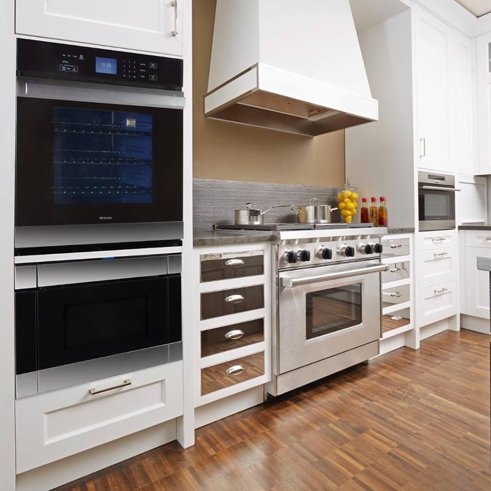 White mirrored modern kitchen design