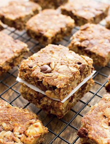 Breakfast bars with almonds spread across a rack.