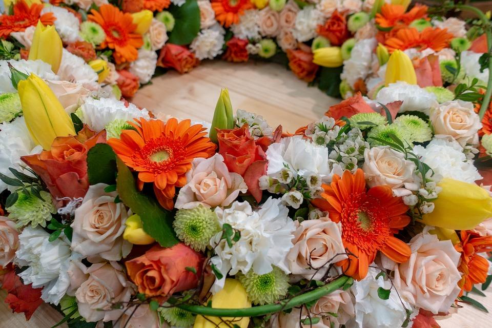 Floural arrangement wreath.