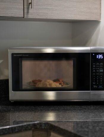 microwave cooking popcorn