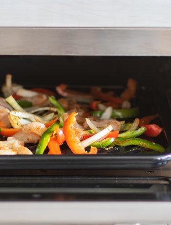 Sheetpan faijitason a Sharp Supersteam Countertop Ovens.