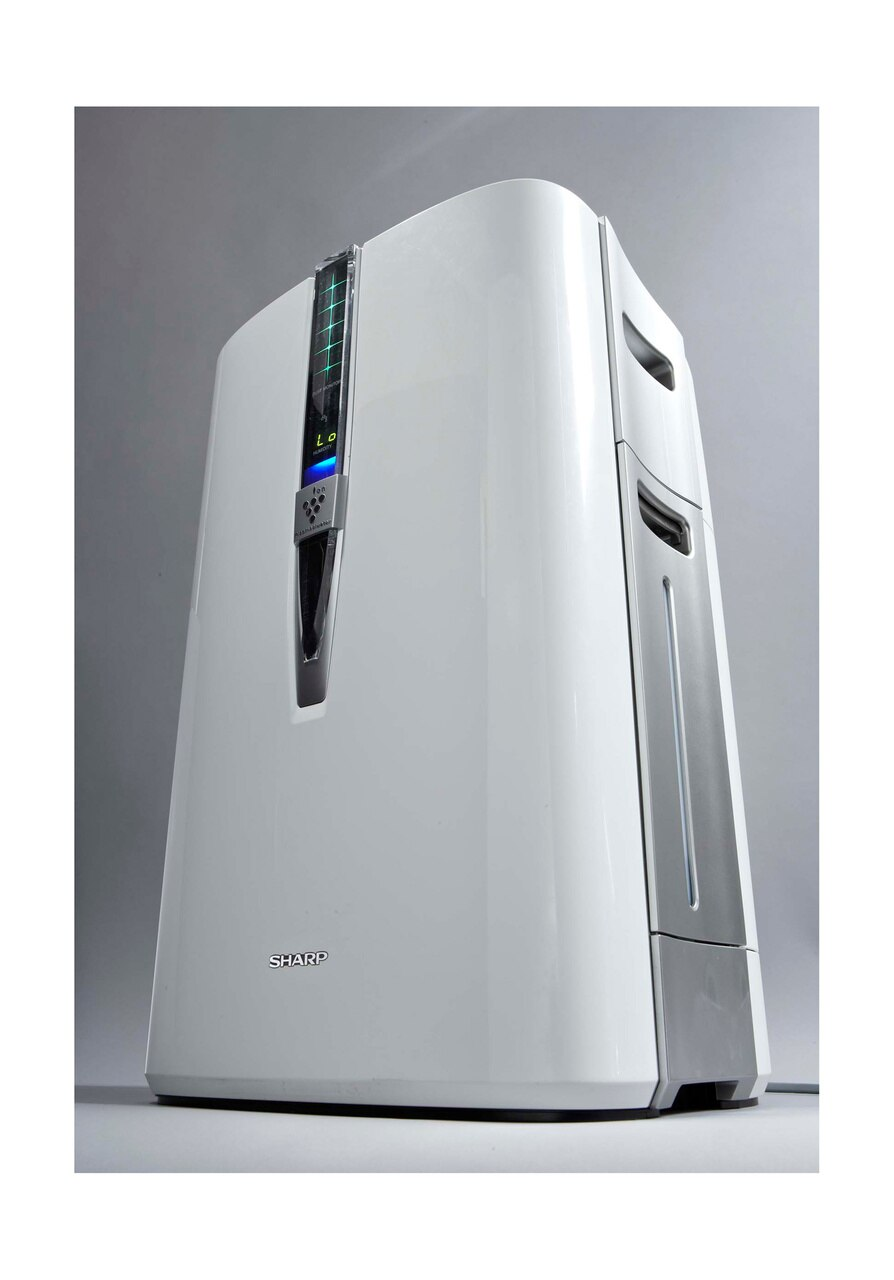 Sharp Plasmacluster® Air Purifier with Humidifying Function for Large Rooms (KC860U) – low angle view