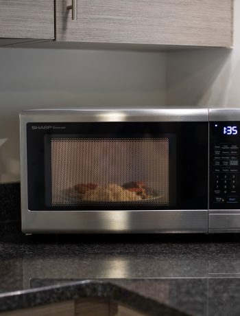 10 Things You Should Never Put in a Microwave